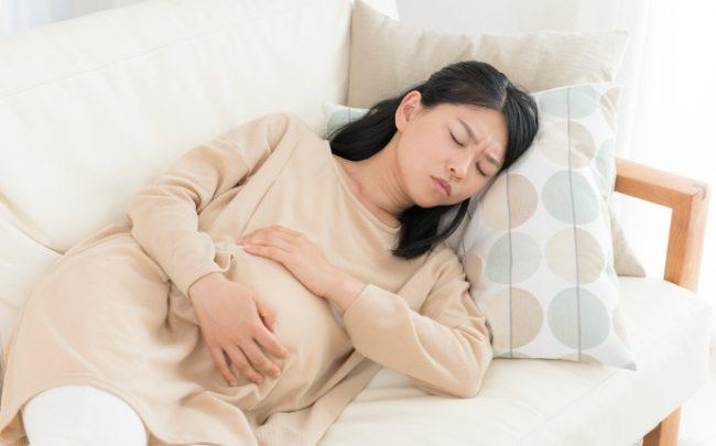 Dấu hiệu có thai sớm cho mẹ là việc khá mệt mỏi nhiều trong ngày